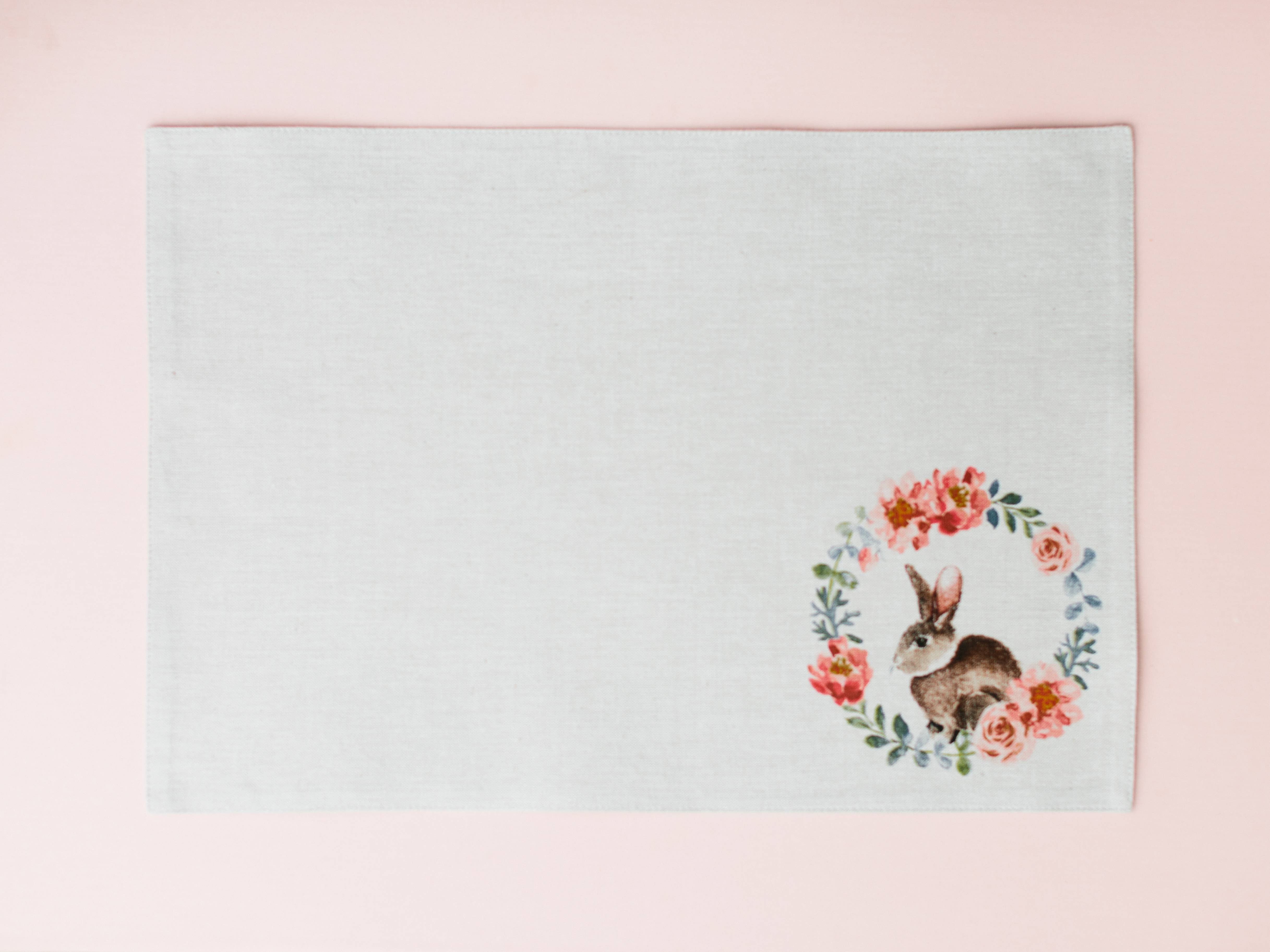 Set of 4 round Grass green Placemats with embroidered Flamingo center